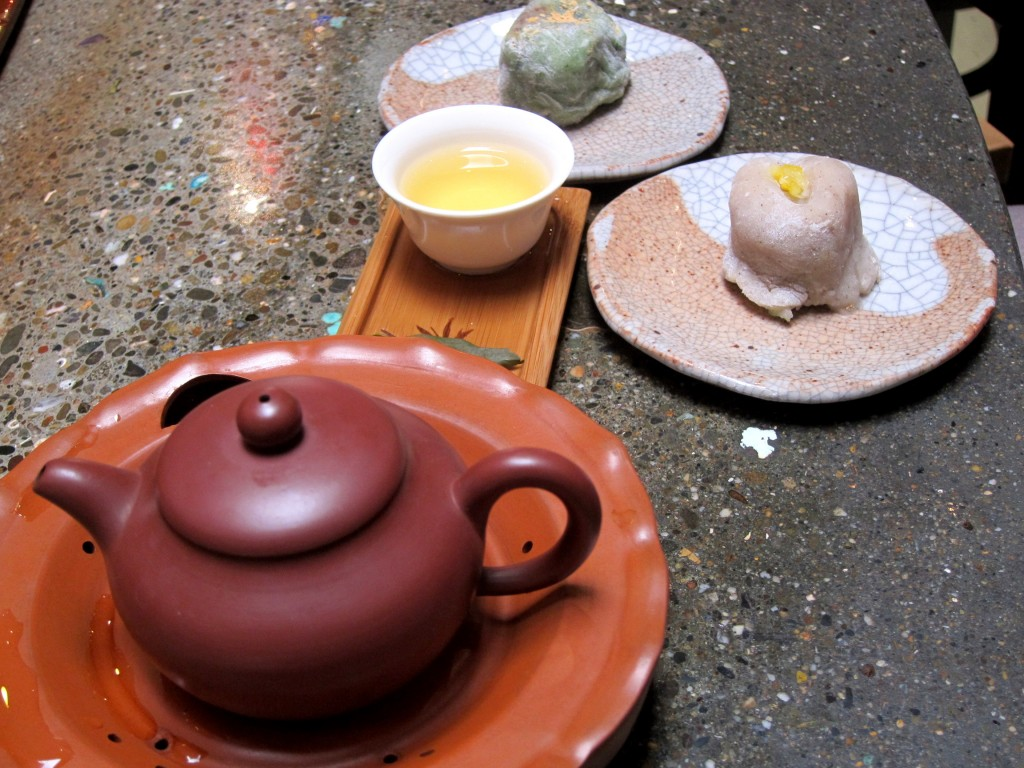 teance-small-red-robe-oolong-and-mochi